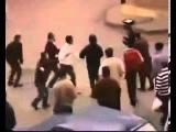 Восхитительная драка боксера на улице   один раскидал толпу